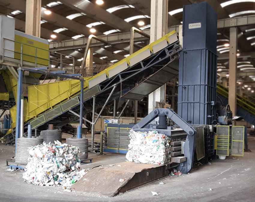 Imballaggi in plastica - impianto di pressatura e legatura